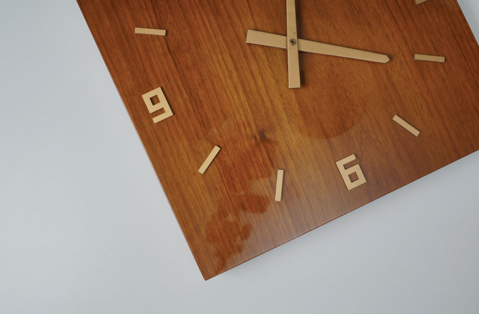 Meyer Solid Clcok made of wood. The combination of modern architecture and classical clock